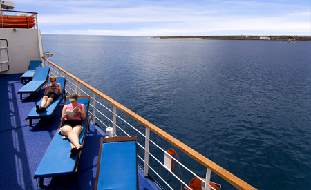 ships in the galapagos islands